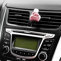Украшение в дефлектор автомобиля 'Шапочка'