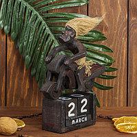 Сувенир дерево календарь 'Абориген на мотоцикле' 21х18х7 см