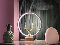 Декоративная лампа фирмы Heng с золотистым оленем