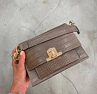 Женская итальянская твердая сумка с металлическим ремешком
