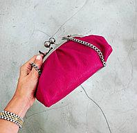 Женская итальянская сумка из мягкой кожи с металлическим ремешком