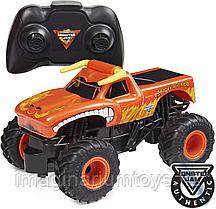 Машина на пульте управления Monster Jam El Toro Loco Бык масштаб 1:24