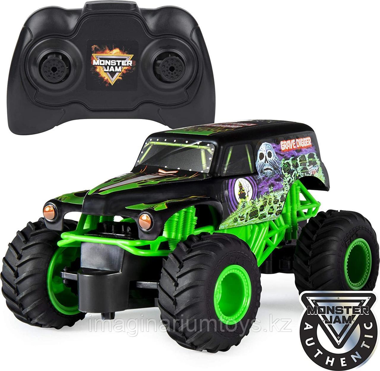 Машина на пульте управления Monster Jam Grave Digger масштаб 1:24