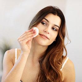 Средства для снятия макияжа гели, пенки.