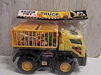 Большой грузовик для перевозки зверей