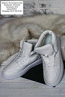 Белые кроссы Jordan