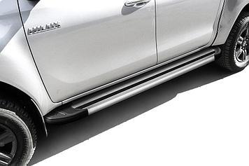 """Пороги алюминиевые """"Luxe Silver"""" 2000 серебристые Toyota Hilux (2020)"""