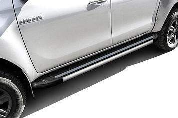 """Пороги алюминиевые """"Luxe Black"""" 2000 черные Toyota Hilux (2020)"""