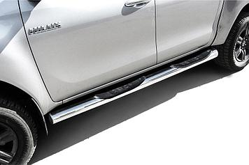 Защита порогов d76 с проступями Toyota Hilux (2020)