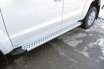 Пороги алюминиевые Standart Silver 2000 серебристые Volkswagen Amarok (2016)