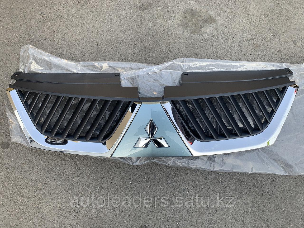 Решетка радиатора Mitsubishi Outlander 2007-2010