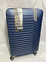 """Большой пластиковый дорожный чемодан на 4-х колесах"""" DELONG"""". Высота 77 см, ширина 48 см, глубина 30 см."""