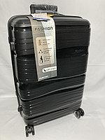 """Средний пластиковый дорожный чемодан на 4-х колесах""""Fashion"""". Высота 64 см, ширина 41 см, глубина 25 см."""