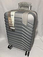 """Маленький пластиковый дорожный чемодан на 4-х колесах"""" Delong"""". Высота 56 см, ширина 35 см, глубина 24 см., фото 1"""