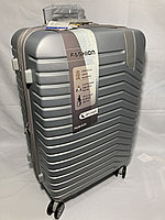 """Средний пластиковый дорожный чемодан на 4-х колесах """"Delong"""". Высота 67 см, ширина 42 см, глубина 26 см., фото 1"""