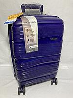 """Маленький пластиковый дорожный чемодан на 4-х колесах' Fashion"""". Высота 53 см, ширина 33 см, глубина 22 см."""
