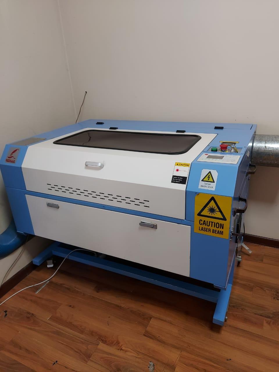 Лазерный станок 90*60см  120 Вт