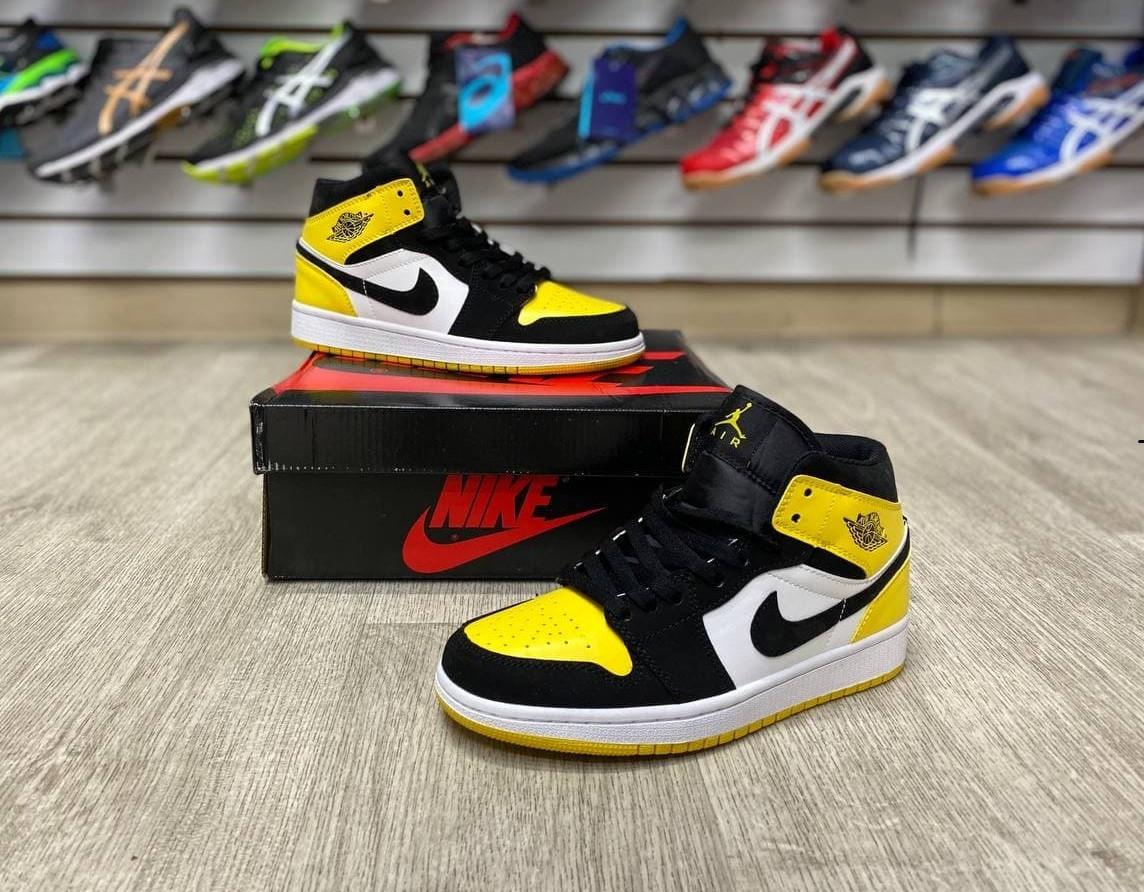 Баскетбольные кроссовки Air Jordan 1 Retro High 'Yellow Toe Black'