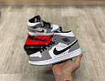 Баскетбольные кроссовки Air Jordan 1 Retro High 'Light Smoke Grey', фото 2