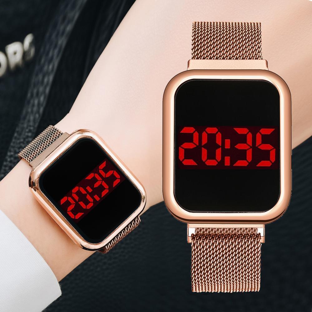 Наручные часы с магнитным ремешком.