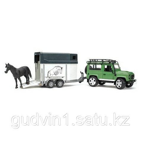 Внедорожник Land Rover Defender с прицепом-коневозкой и лошадью Bruder (Брудер) (Арт.02-592)