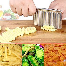 Кухонный волнистый нож для фигурной нарезки овощей и фруктов.