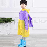 Дождевик детский из непромокаемой ткани с козырьком на капюшоне складным отсеком для рюкзака YH868 желтый