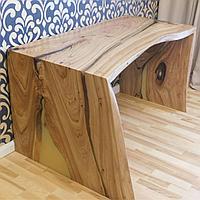 П-Образный стол из массива карагача и эпоксидный смолы