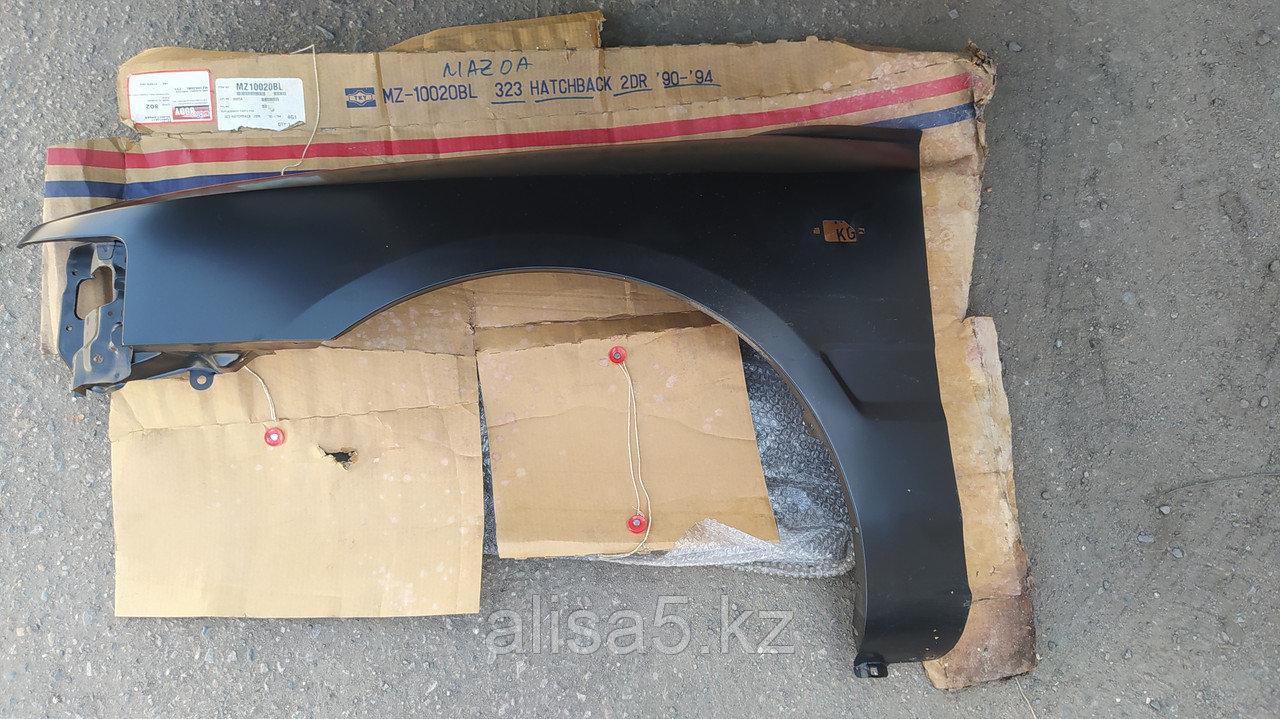 Mazda 323 90-94 гг. хэтчбэк. КРЫЛО ЛЕВОЕ lh