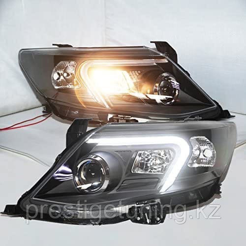 Передние фары на Toyota Fortuner 2012-15 тюнинг (Черные)