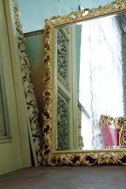 Оформление зеркала в ванной по индивидуальному заказу