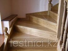 Лестница из дуба с вмонтированным шкафом
