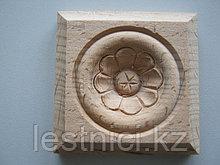 Розетка деревянная квадратная с цветком  (70*70) F - 5.