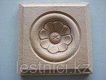 Розетка деревянная квадратная с цветком (60*60) F - 5(a).