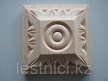 Розетка деревянная квадратная с лепестками  (50*50) F - 4 (a).