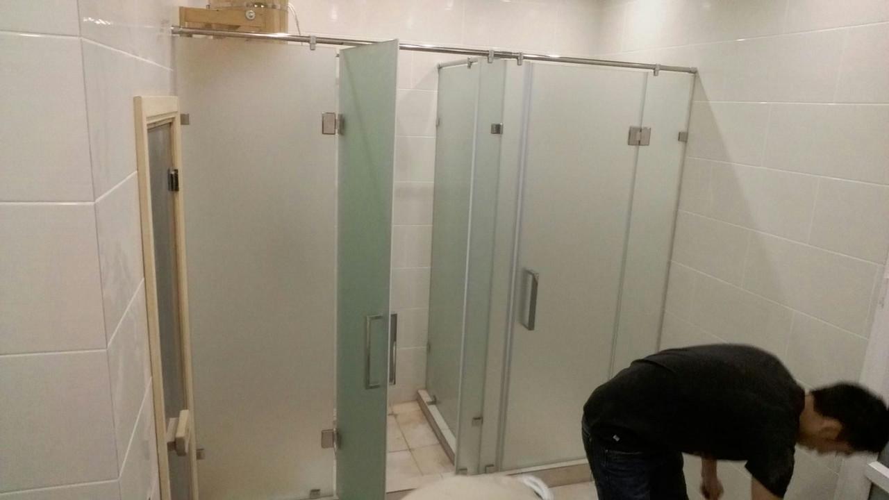 Перегородки для душевых кабин из непрозрачного стекла