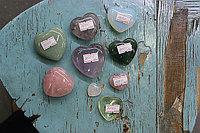 Сувениры в форме сердца натуральные камни
