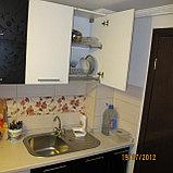 Кухня черно-белая с глянцевым теснением, фото 2
