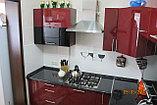 Кухня с бордовыми фасадами с акрилом, фото 3