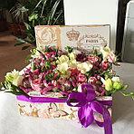 В наличии красочные коробочки с цветами на любой вкус!