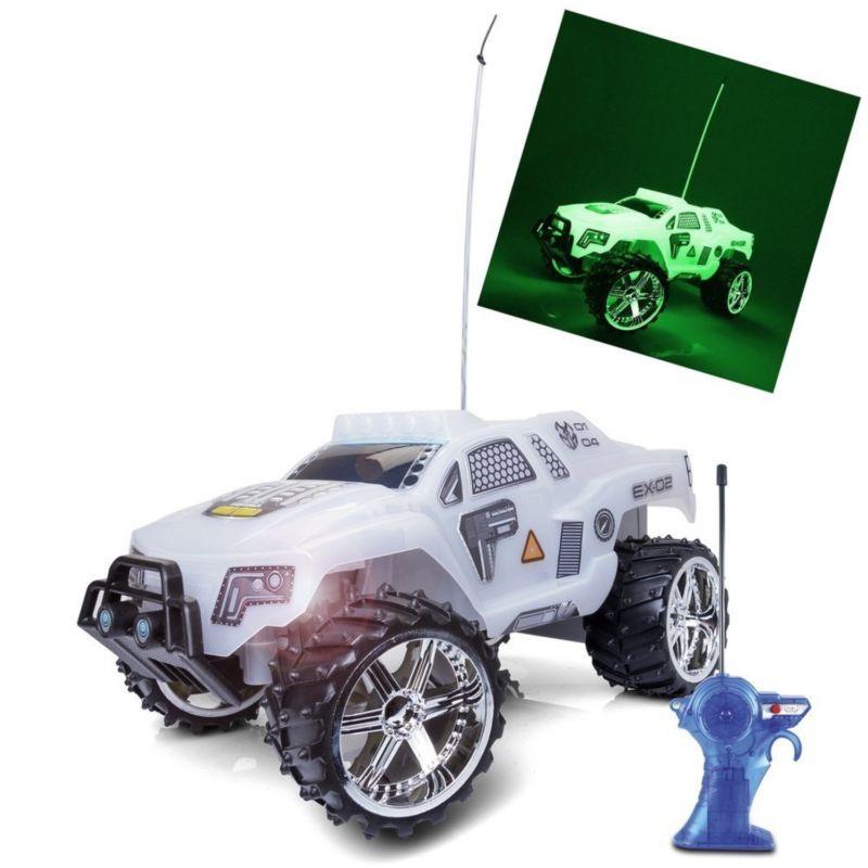 Maisto Tech Light Runners Remote Control Vehicle Радиоуправляемый автомобиль