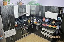 Кухня с высокоглянцевыми фасади
