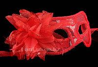 Венецианская маска, карнавальная маска, маска с перьями красная