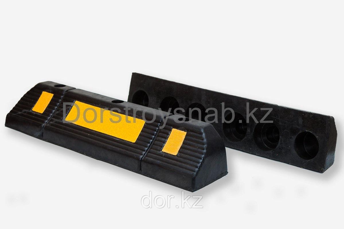Колесоотбойник  делинеатор 600*120*100 мм.