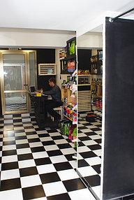 Установка зеркала в примерочную (2 октября 2015) 3
