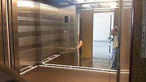 Установка зеркала в лифте (16 августа 2015) 1