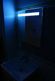 Установка зеркала с подсветкой в ванную (30 сентября 2015) 4