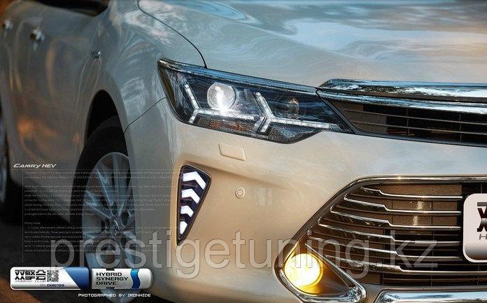 Дневные ходовые огни на Toyota Camry V55 2014-17 дизайн Елочка