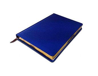 Ежедневник А4, синий, полудатированный с золотым срезом