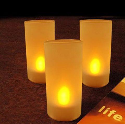 Свеча в стеклянном подсвечнике